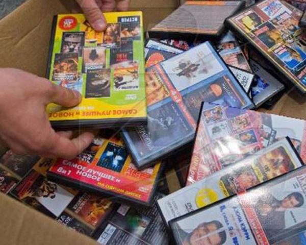 Житомирская милиция призывает горожан покупать лицензионные CD и DVD диски.
