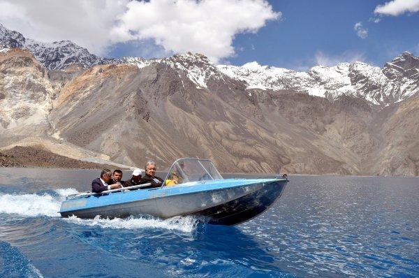 Генсеку ООН показали одно из красивейших озер планеты