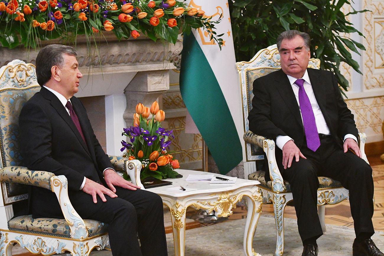 Эмомали Рахмон назвал визит Шавката Мирзиёева «судьбоносным и историческим»
