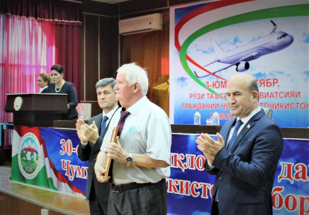 Агентство гражданской авиации Таджикистана наградило специалистов «Сомон Эйр»