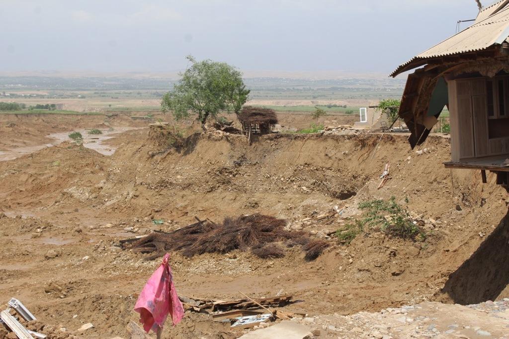 Caritas Internationalis поможет Таджикистану в восстановлении ушедших под землю домов