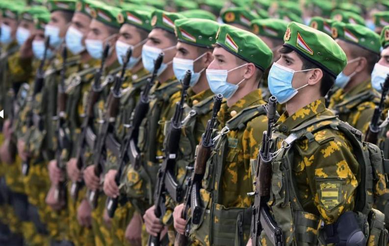 Президент выступил на военном параде в честь юбилея независимости Таджикистана