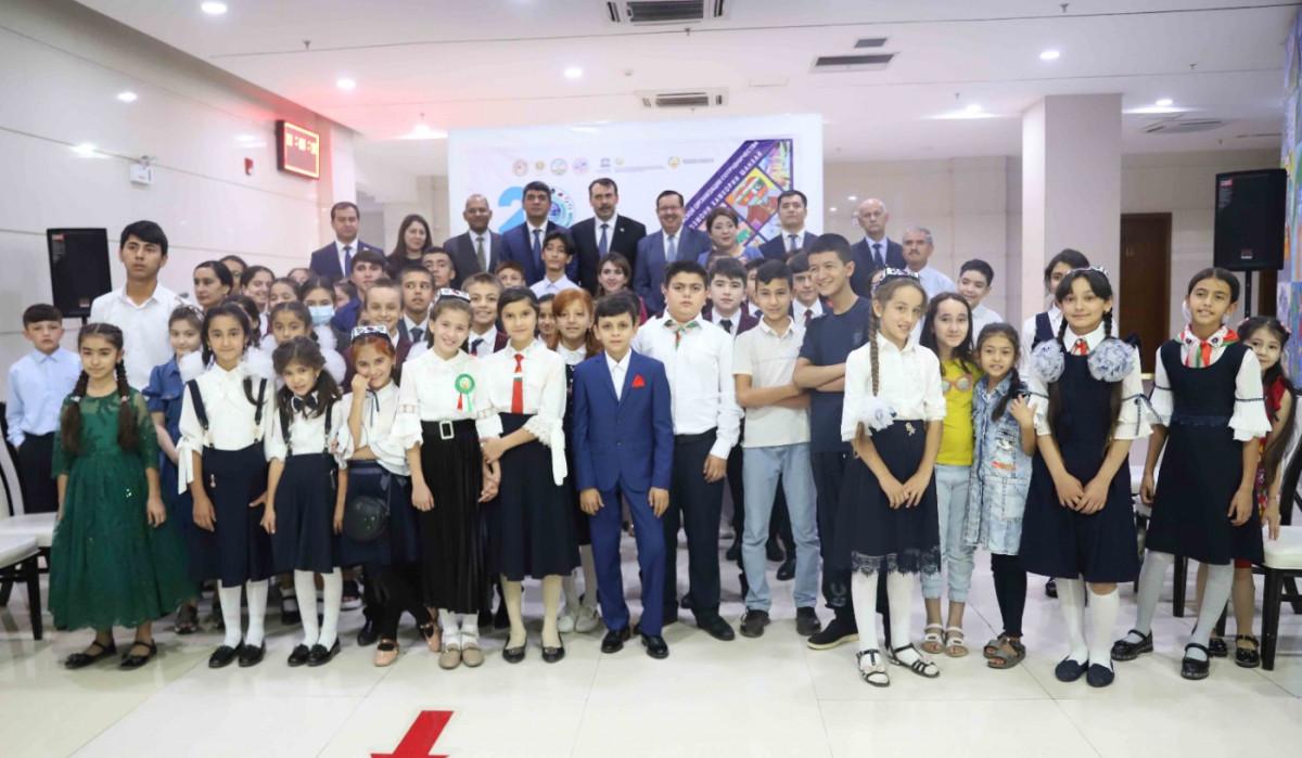 В Душанбе проходит выставка детского творчества «Добро пожаловать на 20-летие ШОС»